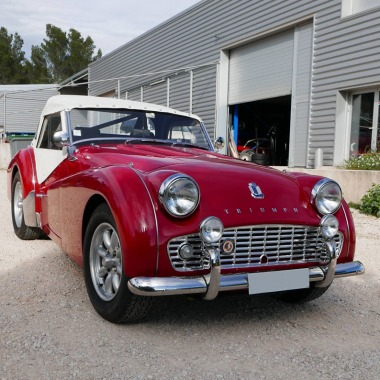 http://collection-voitures.com/2937-thickbox/triumph-tr3-b.jpg