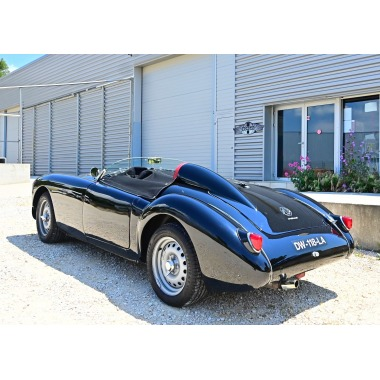http://collection-voitures.com/4866-thickbox/mga-twin-cam-sport.jpg