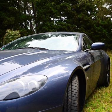 http://collection-voitures.com/4877-thickbox/ASTON-MARTIN-VANTAGE-V8.jpg