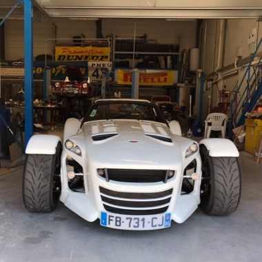 http://collection-voitures.com/4893-thickbox/donkervoort-d8-gto-premium.jpg